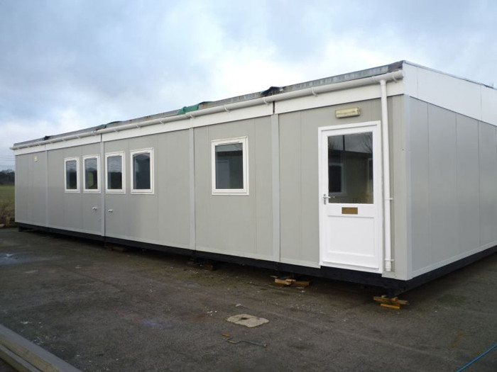 Commercial Steel Garages With An Overhand : Industrial metal buildings